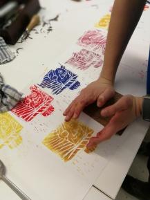 atelier lino gravure enfant